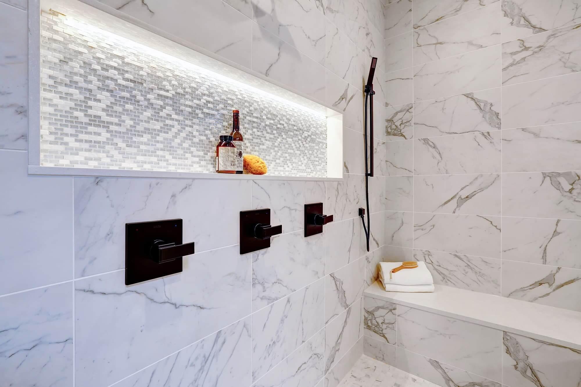 baño-marmol-y-negro